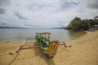 Danau Poso, Danau Unik Berpasir Rasa Pantai