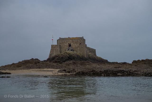 Le fort du Petit-Bé (Saint-Malo) n'est accessible qu'à marée basse.