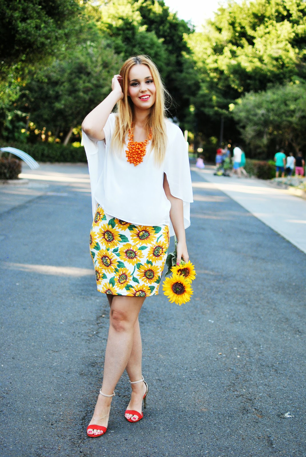 blonde, poppy lux, sunflower print, estampado girasoles, nery hdez, orange, sugarhill,