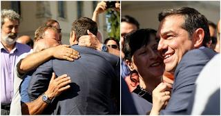 Με αγκαλιές και χαμόγελα υποδέχτηκαν πολίτες τον Τσίπρα στα Χανιά: «Λεβέντη μου, ηγέτη»