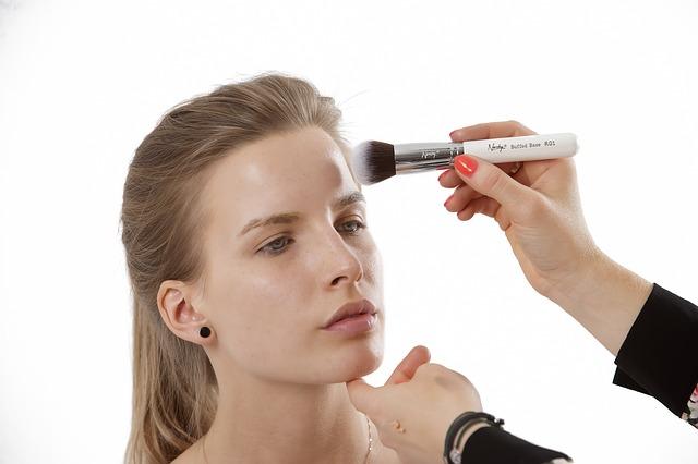 6 Trik Ampuh Membuat Make-up Lebih Tahan Lama