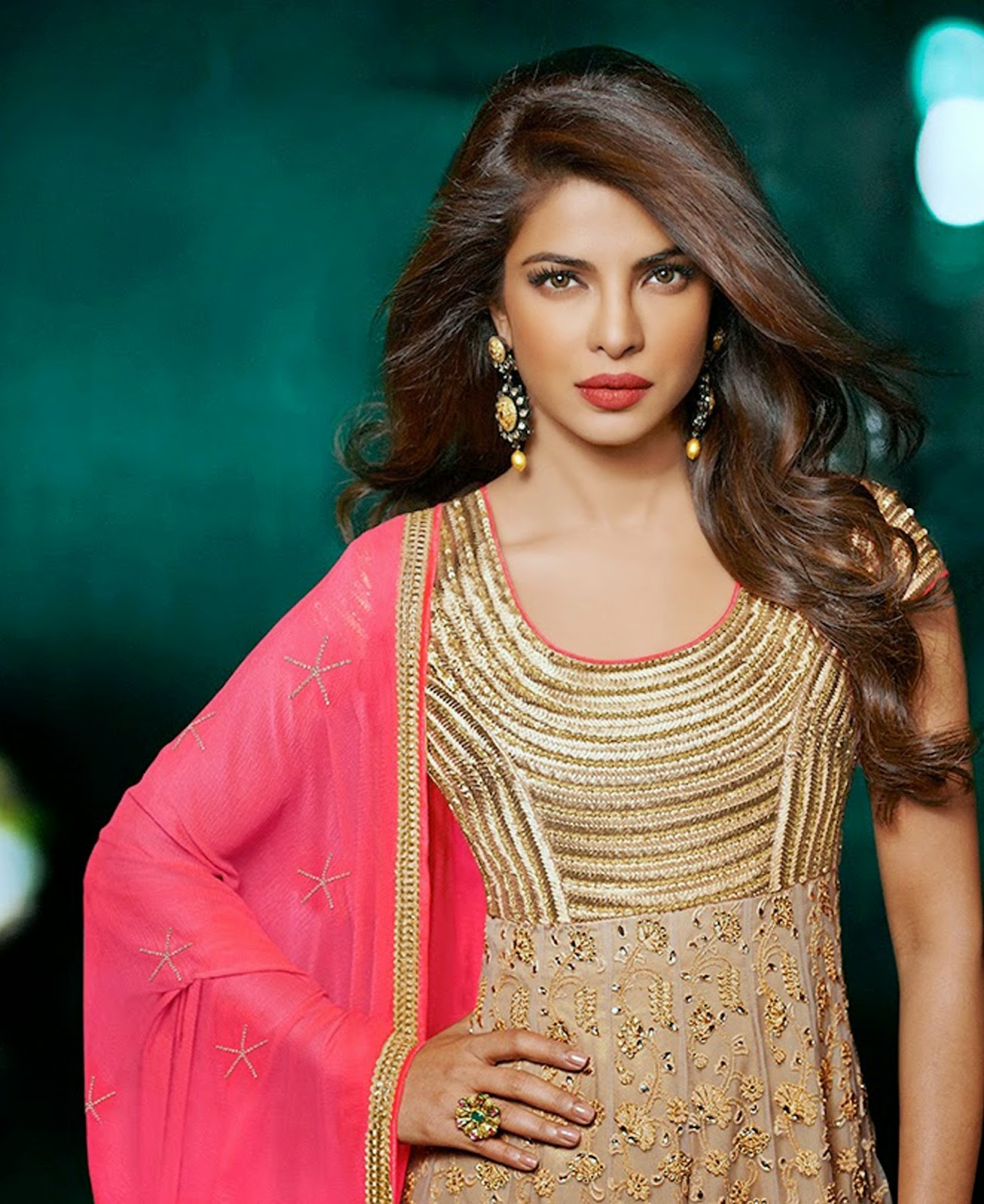 STAR CELEBRITY WALLPAPERS: Priyanka Chopra HD Wallpapers