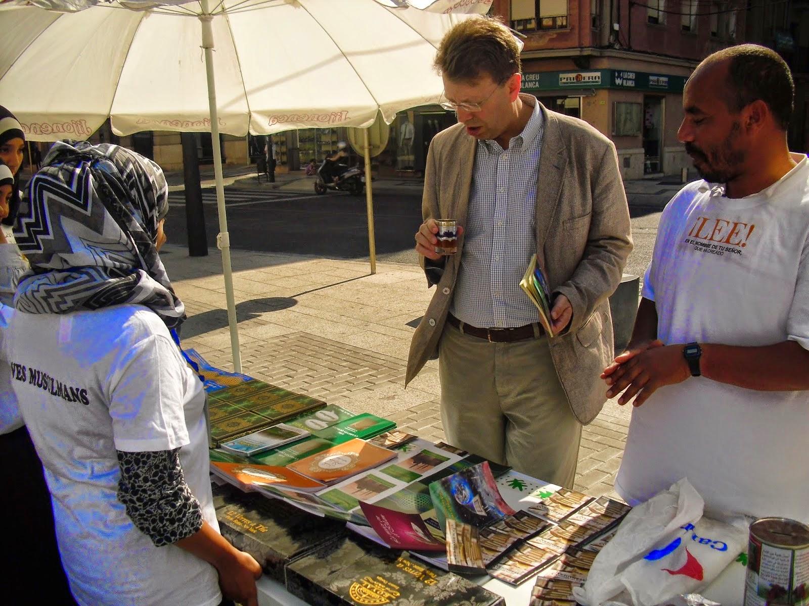 Entre Tazas De Te Y Dulces Arabes Los Visitantes No Paraban De Preguntar A Los Organizadores Sobre Temas Relacionados Con El Islam Y La Cultura Musulmana