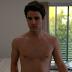 """Darren Criss tira tudo em cena de """"American Crime Story"""", vem ver"""