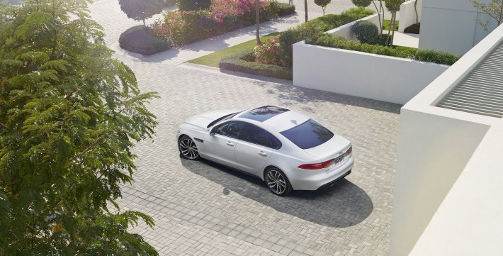 Image 3: 2016 Jaguar XF