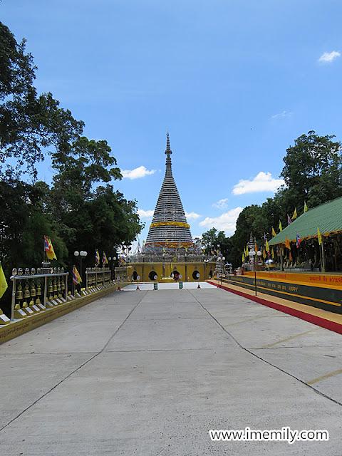 Phra Maha Chedi Tripob Trimongkol (Stainless Steel Stupa) @ Hatyai, Thailand