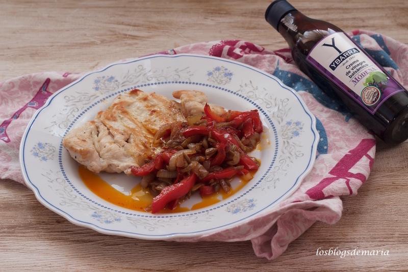 Pimientos al vinagre de módena con pechuga de pollo