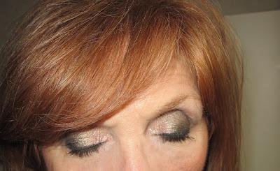 Imagen Ojos cerrados look Verdoso