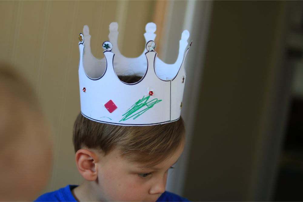 preschooler-wearing-paper-crown