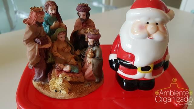 Pote de sorvete guarda a decoração de Natal