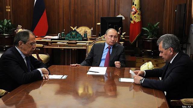 putin presiden rusia dan stafnya
