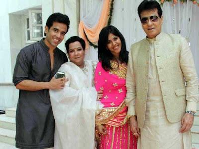 ekta-kapoor-tushar-jitendra-at-abhishekh kapoor-wedding