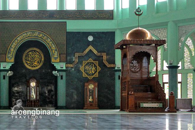 mimbar mihrab masjid raya al a'zhom tangerang
