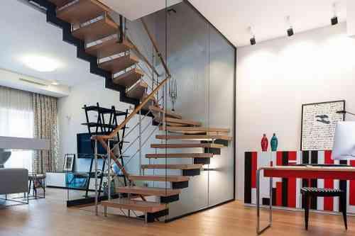 Quels sont les critères principaux pour déterminer un type d'escalier ?