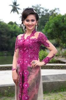 42 Contoh Warna Dan Model Kebaya Wisuda Favorit Mahasiswi Model