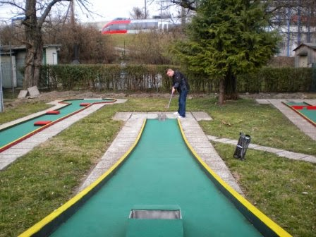 Playing the Swedish Felt Minigolf course at the Askoe Wien club