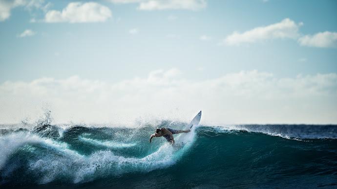 Wallpaper: Surfer