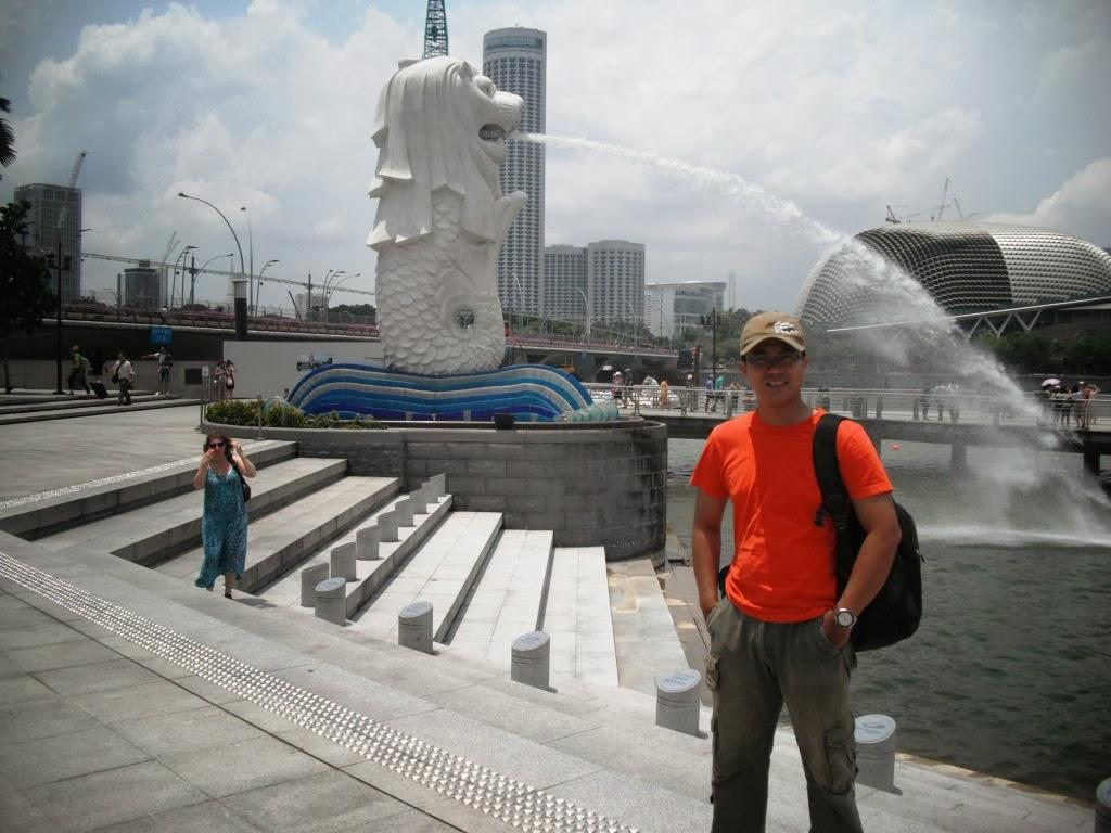 dengan foto di sini dan fotonya dipajang social media maka kamu sudah resmi jalan ke singapura celumudh eaa hehe