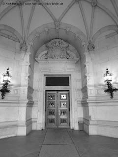 Rathaus Hamburg, Eingangsbereich