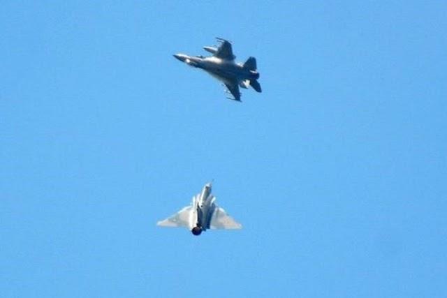 Εικονική αερομαχία στο Αιγαίο με οπλισμένα τουρκικά αεροσκάφη