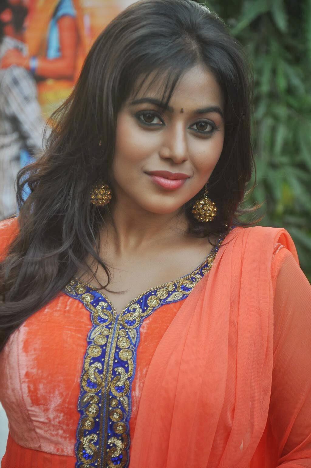 tamil actress poorna photos in salwar kameez at thagaraaru movie