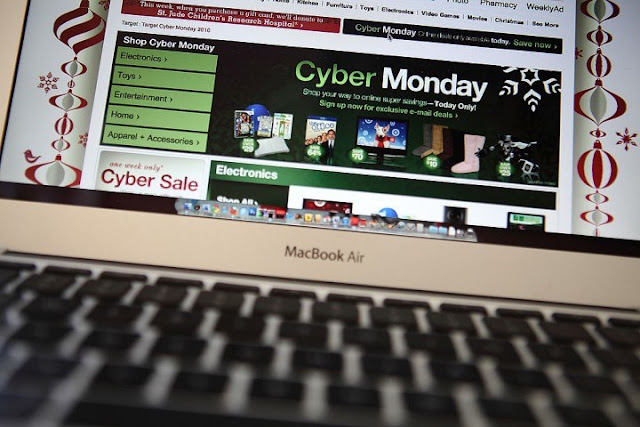 Day shopping online Cyber Monday