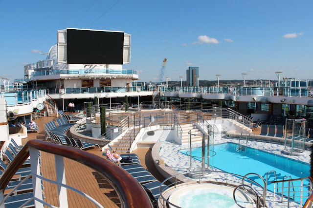 swimming pools on royal princess