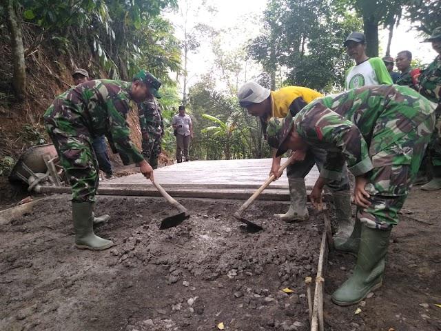 Dongkrak Perekonomian Warga,  Kodim 0612/Tsm Melalui TMMD Bangun Jalan  Desa Citalahab Tasikmalaya