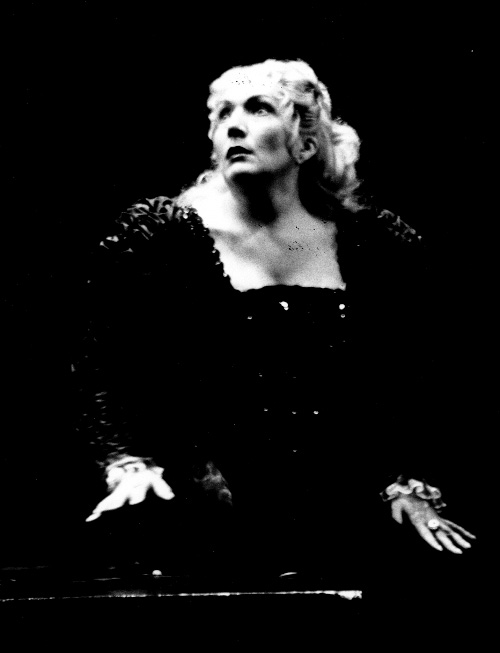 ARTS IN ACTION: Washington Concert Opera star soprano NELLY MIRICIOIU in the title rôle of Australian Opera's 1996 production of Gaetano Donizetti's LUCREZIA BORGIA [Photo © by Opera Australia]