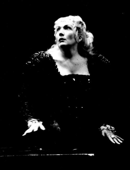 ARTS IN ACTION: Washington Concert Opera star soprano NELLY MIRICIOIU in the title rôle of Australian Opera's 1996 production of Gaetano Donizetti's LUCREZIA BORGIA [Photo © by Opera Australia]