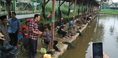 Beredar Foto Warga Tak Menghiraukan Ahok di Pemancingan Jakarta Selatan