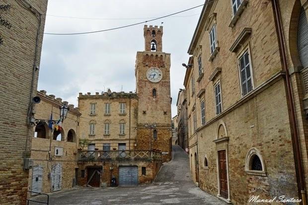 Acquaviva Picena, Torre dell'Orologio