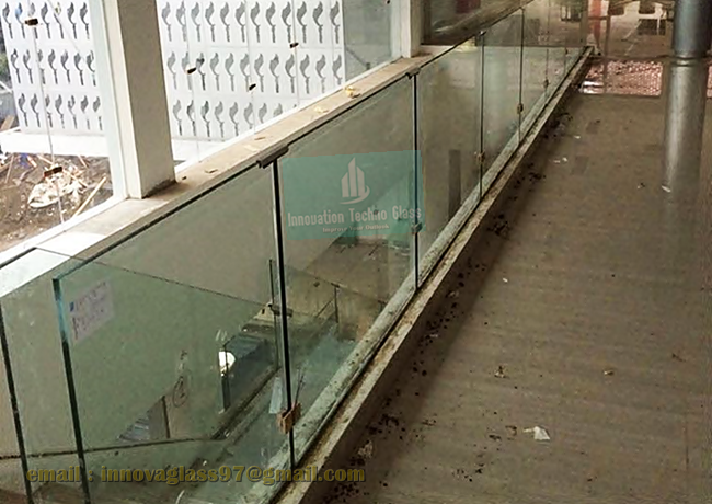 Railing Kaca Tempered