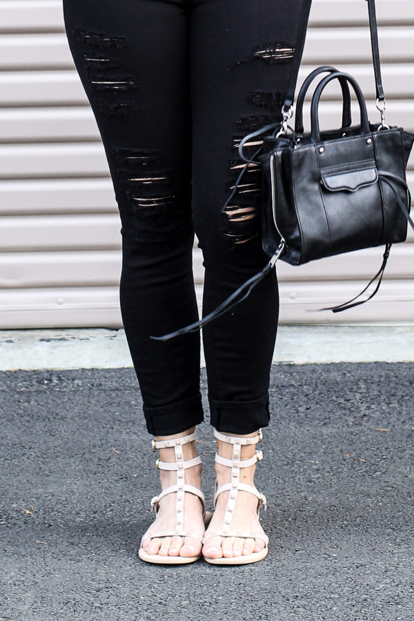 black skinny jeans with rips tan sandals spring style