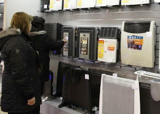 Llegaron los primeros fríos a la provincia y comienzan a verse en los puntos de venta algunos calefactores a gas en distintos tamaños, con los precios actualizados hasta en un 30%, al comparar con el año pasado. Se trata de una fuerte escalada de precios, ya que para esta temporada los incrementos se duplicaron respecto a la suba que tuvieron el año pasado.