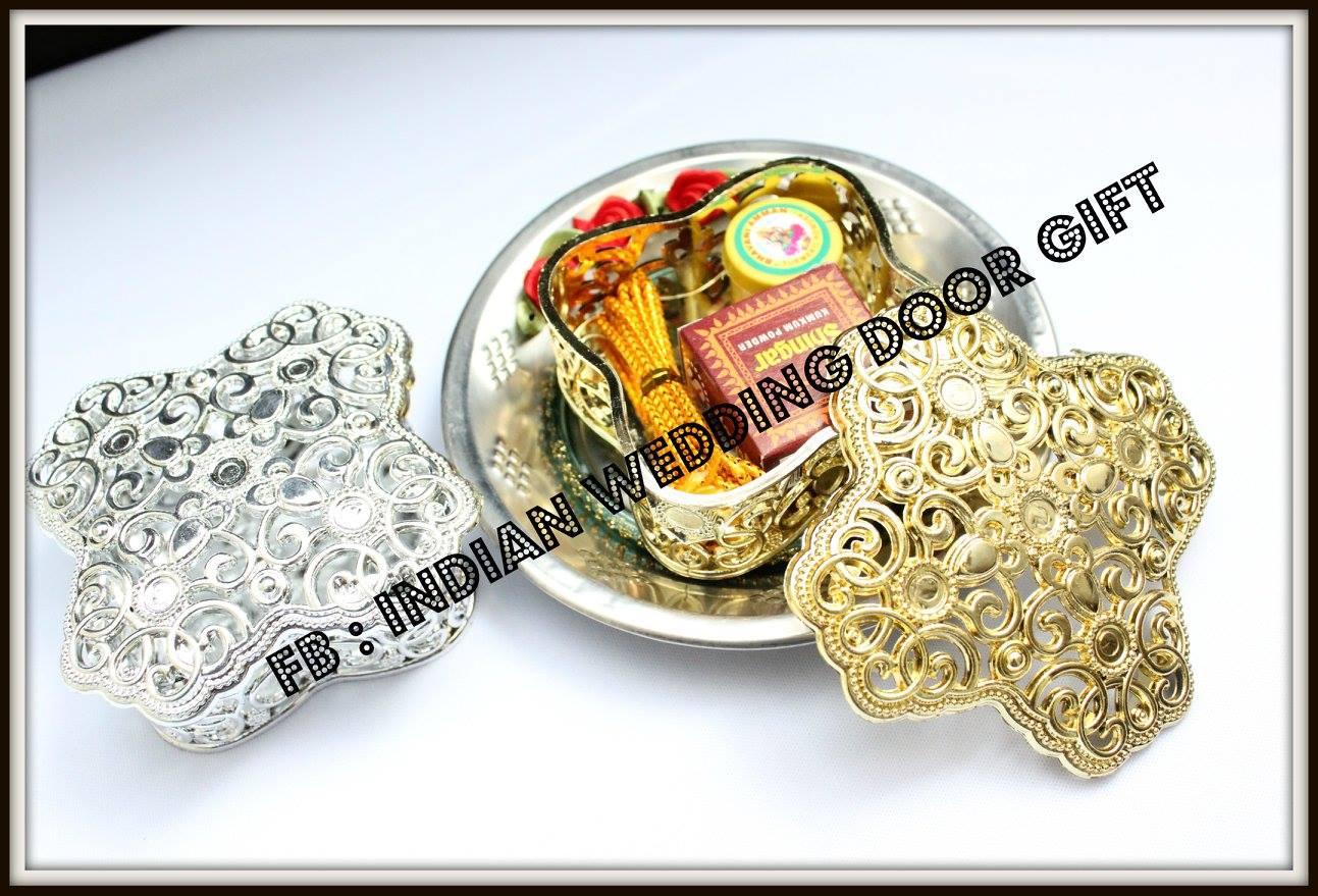 Wedding Door Gift: Indian Wedding Door Gift: Traditional Indian Wedding Door Gift