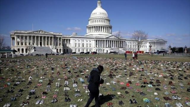 Con siete mil pares de zapatos protestan contra las armas en EEUU