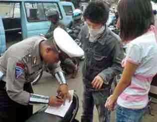 tips cara menghadapi  razia dan tilang polisi