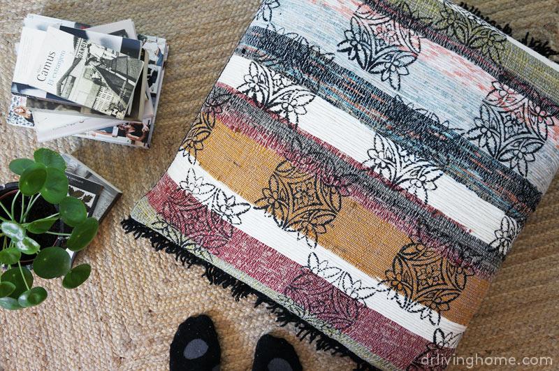 Diy cojín de suelo boho reutilizando una alfombra