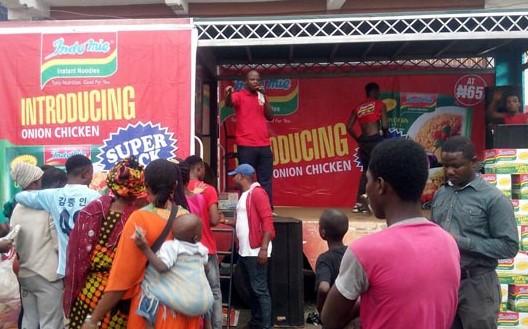 Berkat Indomie Warga Nigeria Ahirnya Mau Divaksin