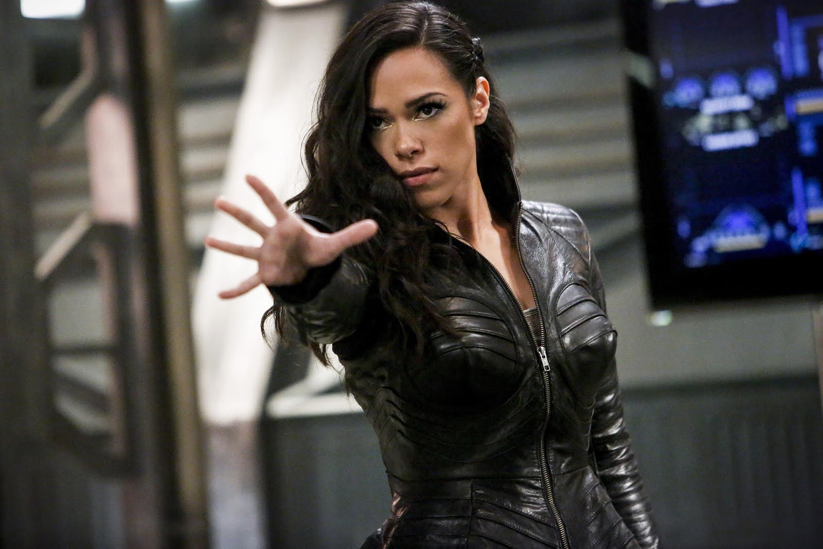 THE FLASH: Season Four - As if meeting your girlfriend's father for the first time isn't stressful