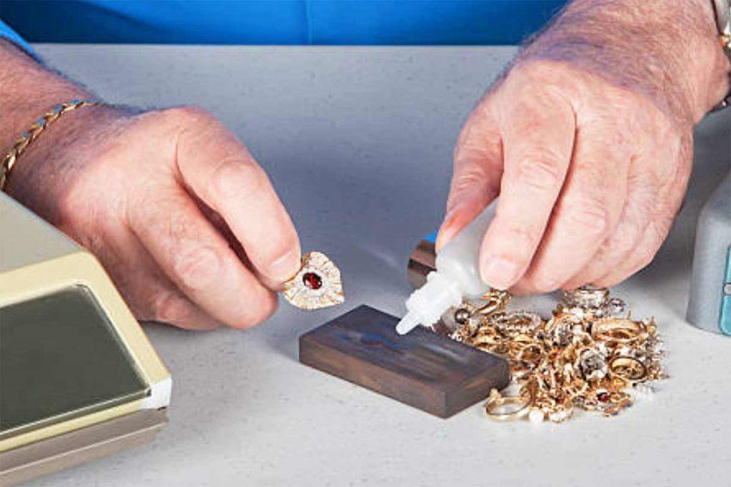 Dùng acid để thử tuổi vàng, thử độ xịn rất chính xác