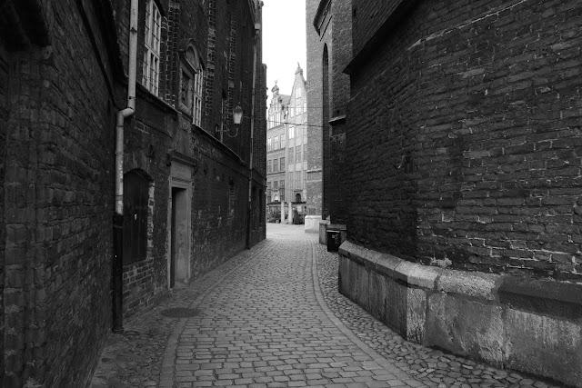 Gdańsk. Stare Miasto. Czarno-biała fotografia krajobrazu. fot. Łukasz Cyrus