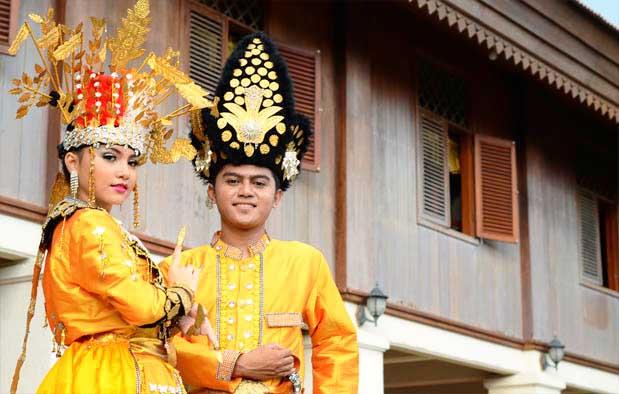 Inilah Pakaian Adat Dari Provinsi Gorontalo (Pria dan Wanita)