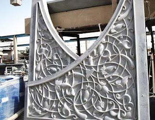 panel concrete GRC dengan desain bunga dan sulur daun di Inggris