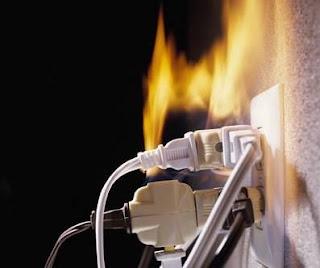 Instalaciones eléctricas residenciales - corto circuito pro sobrecarga en contacto