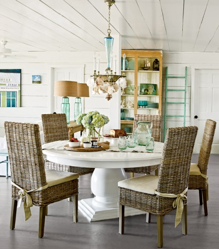 white coastal cottage decorating