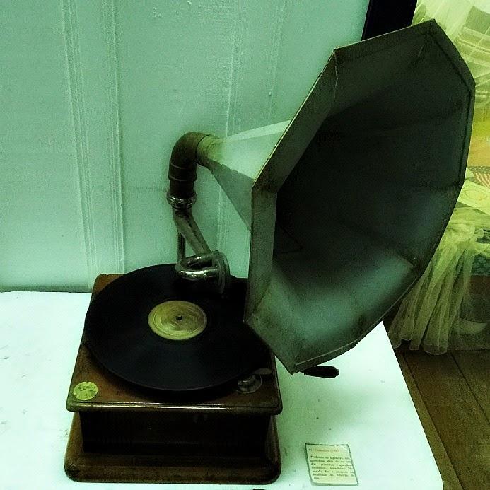 Antiga vitrola, em exposição no Ecomuseu Etnológico do Ribeirão da Ilha [Florianópolis]