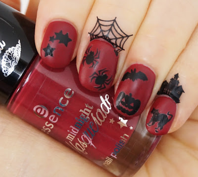 essence - a vampire kissed my neck (Midnight Masquerade LE) Nail Art, Halloween, gruselig, design, beautyblog, red, latex