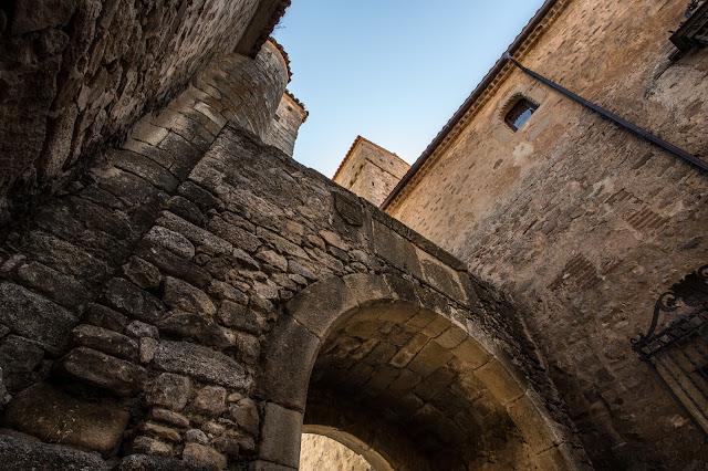 Arco en la calle Ballesteros :: Canon EOS5D MkIII | ISO100 | Canon 17-40@19mm | f/9.0 | 1/50s